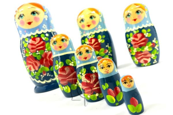 Russian woman - Russian doll booklet, 7 dolls - non-traditional