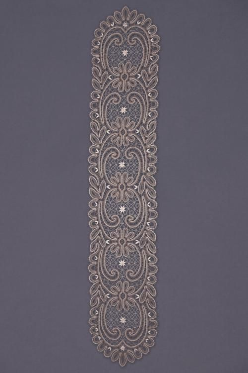 Carpet lace with oval pattern of flowers