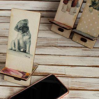 Pug smartphone stand