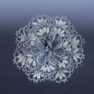 Brooch lace