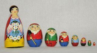 Vyatka souvenir / Painted matryoshka 8 ave.