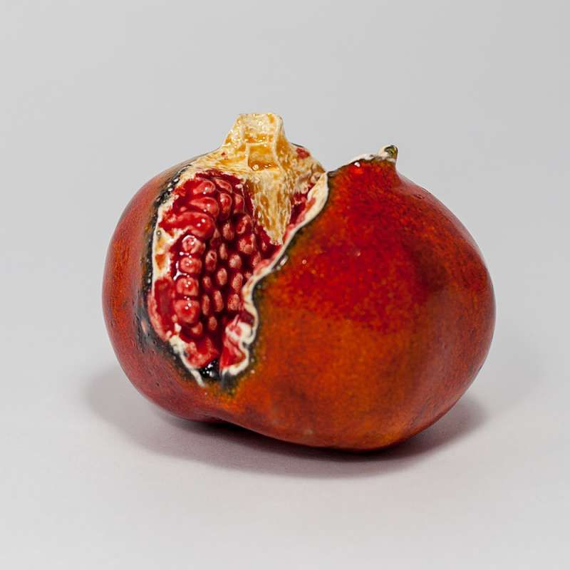 "Yaroslavl majolica / Pendant ""Pomegranate with grains"""