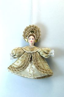Doll pendant souvenir porcelain. Girl in a curly kokoshnik.