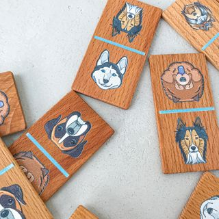 "Children's Domino ""Dog"" in a wooden box"