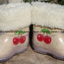 Boots for children from natural sheep wool with embroidery