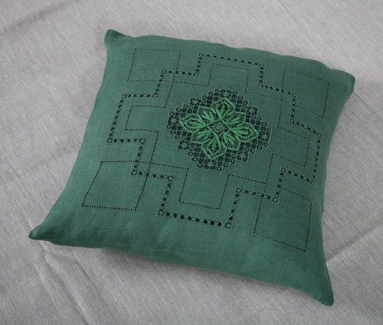 PILLOW CASE OF FLAX WITH EMBROIDERY EMBROIDERY