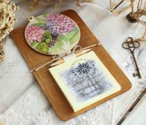 Fridge magnet - handmade Flowers - hydrangeas with a block for notes