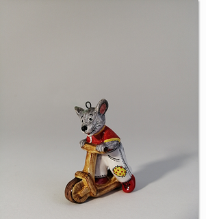 Mouse on the scooter is a product of ceramics in engineering of the Yaroslavl majolica 4,5/1,9/6