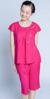 Women's fuchsia pajamas in flower with elongated shorts