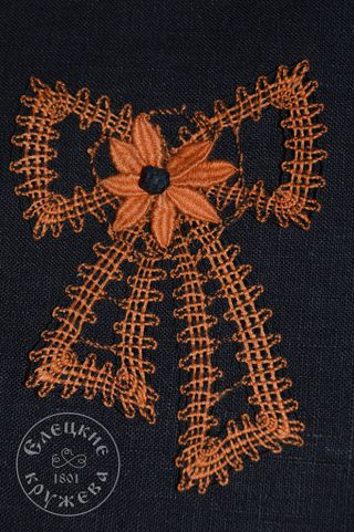 Brooch lace