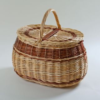 Family picnic basket oval large with a lid, 40 l