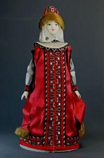 Doll gift porcelain. Boyarynya in the annuals and the hat with opusu. Age 16-17. Rus.