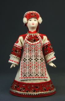 Doll gift porcelain. A linen sundress and a hat-forty. The late 18th and early 19th century. Russia.