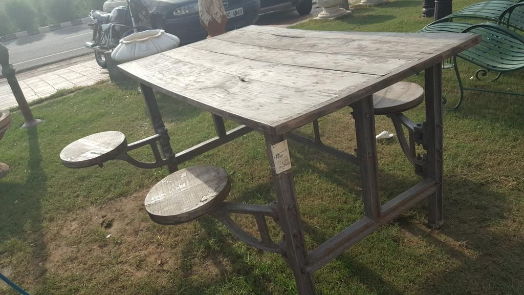 Table with seats for the street