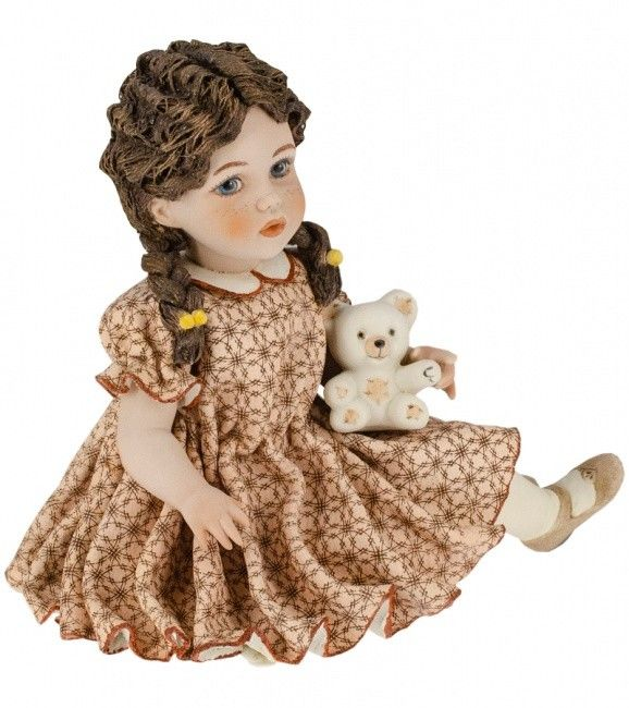 "Collectible porcelain figurine ""Soffia"", 14 cm"