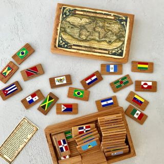 "Memori ""Continents. America"" in a wooden box"