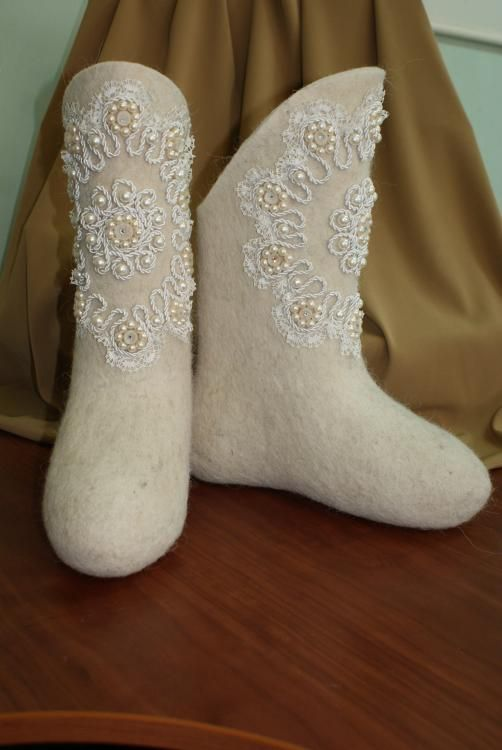 Boots with lace and appliqués made of felt