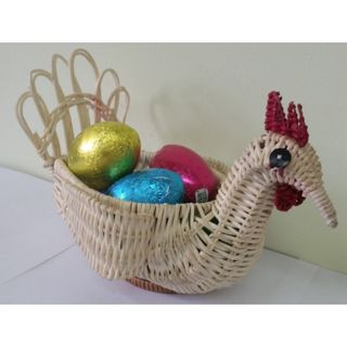"""Gift """"Wicker chicken"""" with curly chocolate small 100g."""