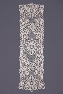 Carpet lace with a rectangular pattern of flowers