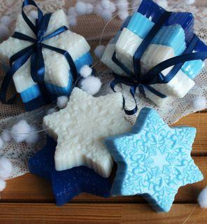 Snowflakes - handmade gift soap set