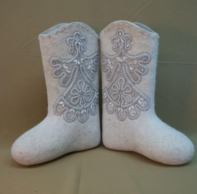 Boots with lace hand work cream