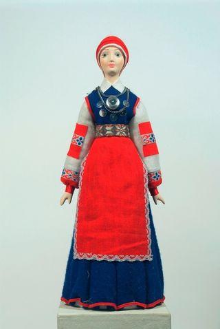 Doll gift. Estonian women's costume mid-18th century. Region: Poluamaa.