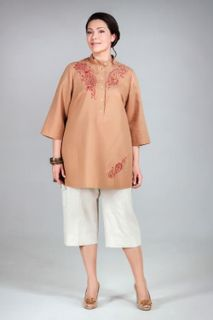 Women's tunic with collar and embroidery