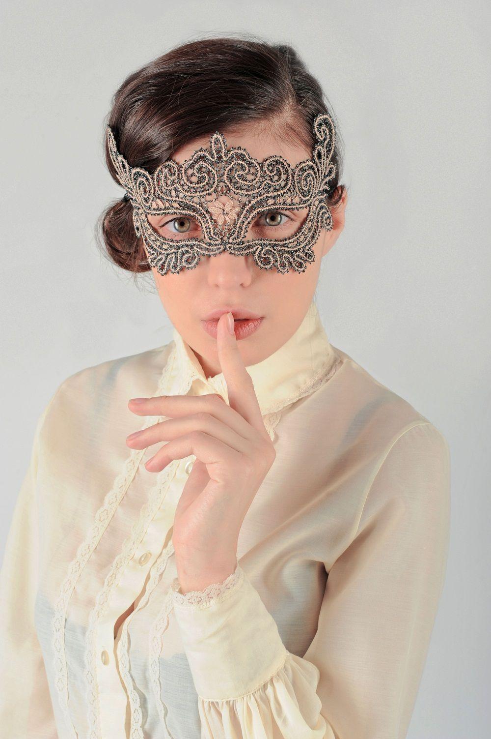 "Lace mask ""the Stranger"""