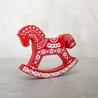 Konik-rocking red ornament
