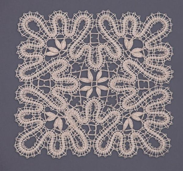 Doily lace square, the coupling technique of weaving