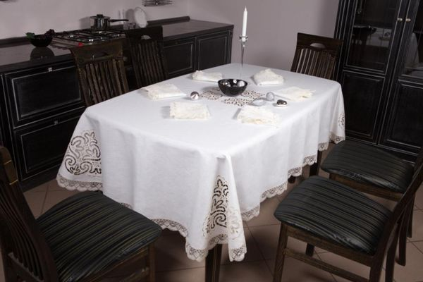 Tablecloth 'lace' embroidery cutwork