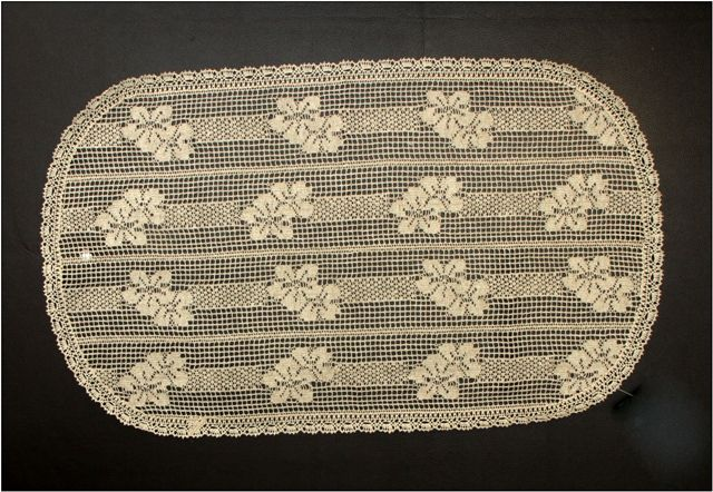 Doily oval lace from the engine 40x80 cm