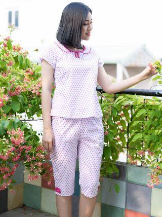 Women's pajamas in pink polka dots