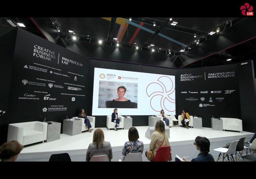 Anna Nesterova 在 SPIEF 捐助者论坛上发言