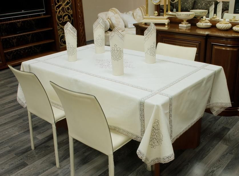 Set of table linens with embroidery and handmade lace