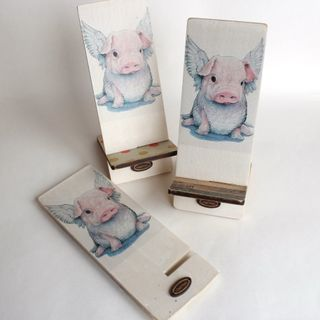 Smartphone Stand Winged Pig