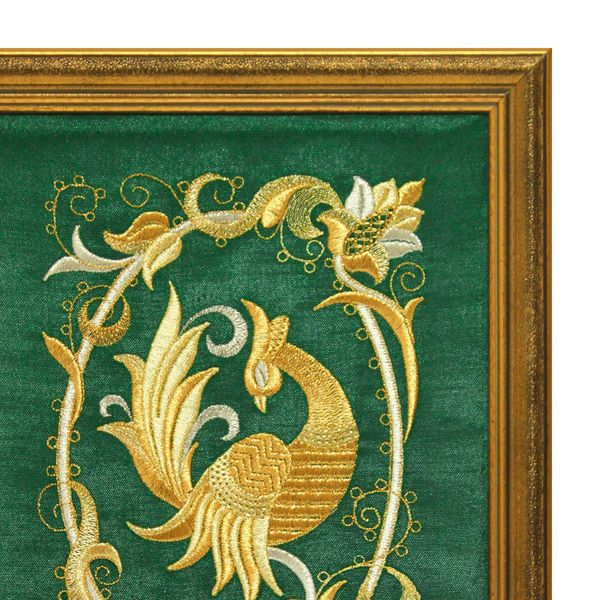 Mural 'Bird PAVA' green with gold embroidery