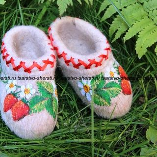 Slippers for children from natural sheep wool embroidered with braid