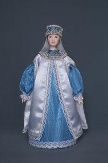 Doll gift porcelain. Boyarynya in Opishne.