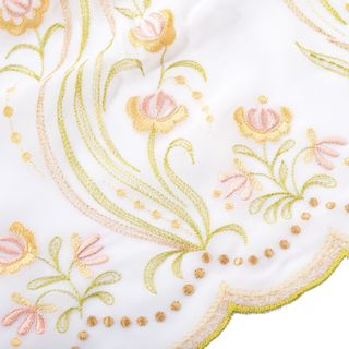 "Tippet ""Rose petals"" in white with silk embroidery"