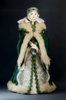 Doll gift porcelain. Boyar in winter attire with fringes. Rus. 15-17 BB