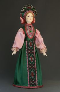 Traditional maiden costume. Russia.