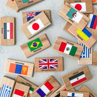 "Memori ""Flags of the world"" in a linen pouch"
