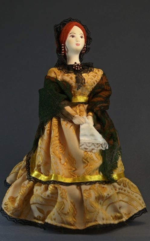 Doll gift porcelain. The merchant's wife in pavloposad shawls.19th century. Russia