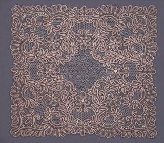 Tablecloth with lace square ornament in the form of branches
