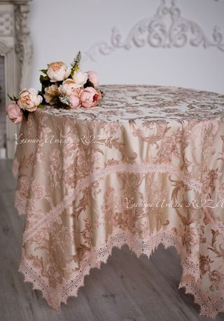 Tablecloth with lace on Empire style