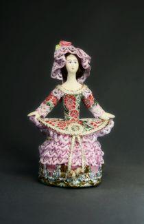 Souvenir doll-box round