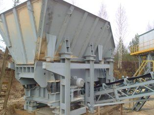 Crushing and screening complex DSC