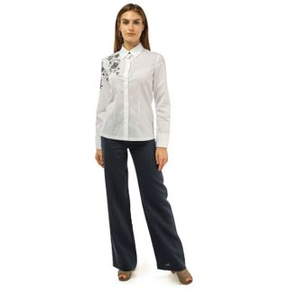 """Blouse female """"Flora"""" of white color of the classical form with black embroidery"""