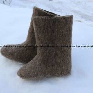 Boots of high natural wool without design